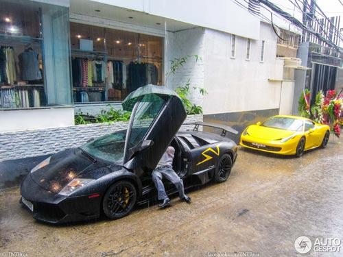 Bộ đôi siêu xe tại Việt Nam lên báo nước ngoài - 1