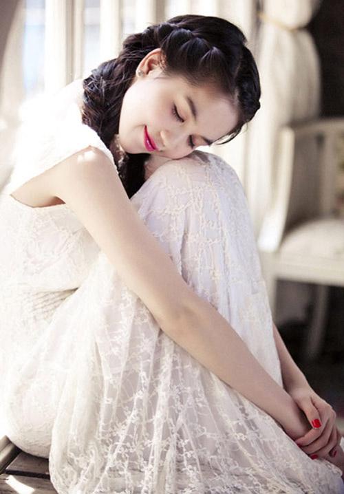 Ngọc Trinh đẹp lung linh nhờ màu trắng - 13
