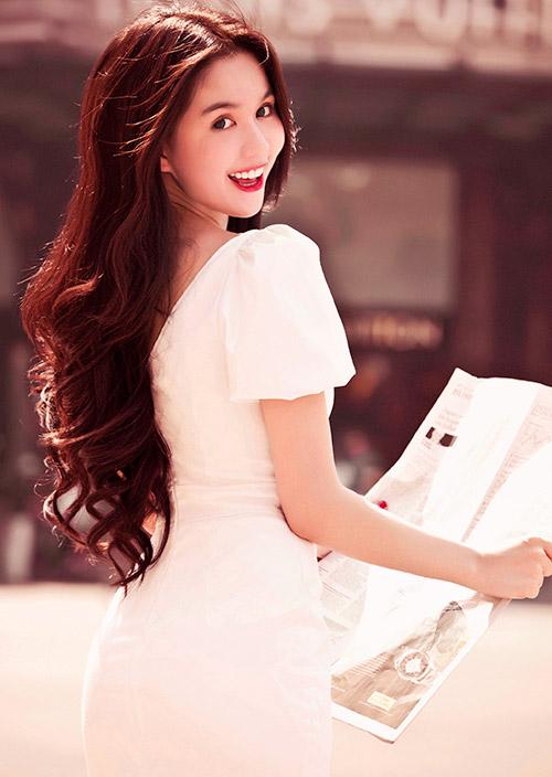 Ngọc Trinh đẹp lung linh nhờ màu trắng - 11
