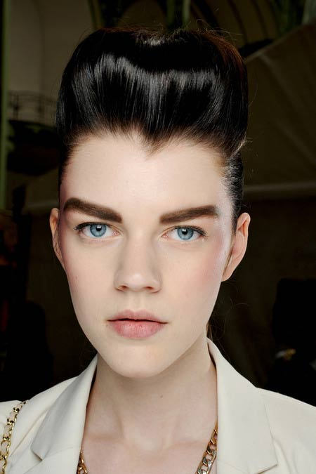 """Học Chanel kẻ lông mày """"sâu róm"""" - 5"""