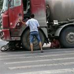 Tin tức trong ngày - TQ: Nạn nhân van xin tài xế đừng cán chết