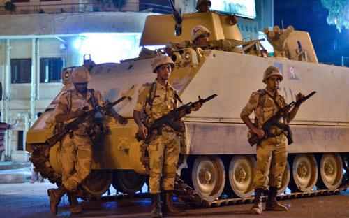 Đảo chính quân sự ở Ai Cập qua ảnh - 14