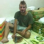 Bạn trẻ - Cuộc sống - Sinh viên Tây nấu cơm cho sĩ tử Việt