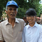 Tin tức trong ngày - Cụ ông 73 tuổi đưa cháu nội đi thi ĐH
