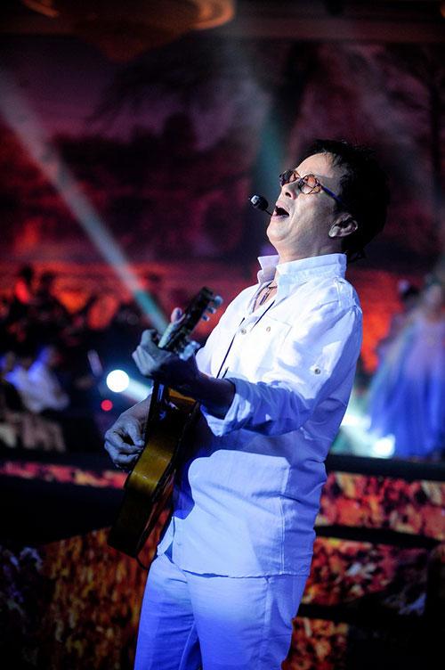 Lệ Quyên táo bạo trên sân khấu, Ca nhạc - MTV, le quyen, xuyen thau, phuong linh, tomboy, bon mua tinh ca, ca nhac, ngoi sao, ca sy