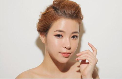 Bí mật gương mặt căng bóng của sao Hàn
