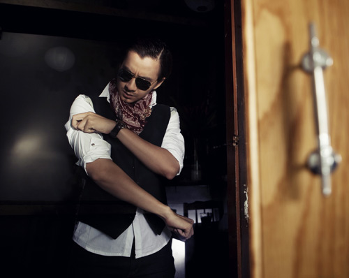 """Ngô Kiến Huy gắn râu """"chuẩn man"""", Ca nhạc - MTV, Ngo Kien Huy, gan rau, nam tinh, chuan man, phong tran, single, anh chi la con mua, A Quan BNHV, ngoi sao, tin tuc"""