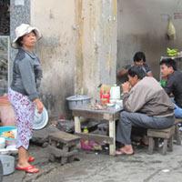Cảnh giác với thức ăn đường phố (2)