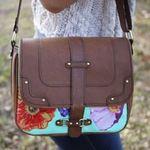 Thời trang - Đính hoa cho túi xách thêm rực rỡ