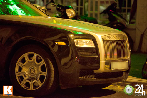 Bộ đôi Rolls-Royce Phantom vi vu phố Hà Nội - 11