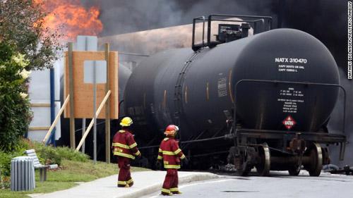 Canada: Tàu chở dầu phát nổ do lính cứu hỏa? - 2