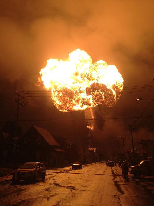 Canada: Tàu chở dầu phát nổ do lính cứu hỏa? - 1