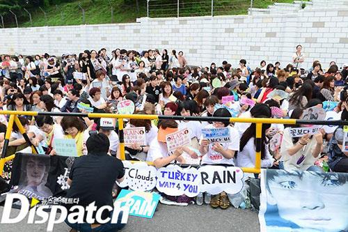 Sung sướng vì được nhìn Bi Rain… 3 phút, Ca nhạc - MTV, bi rain xuat ngu, bi rain, kim tae hee, ca si, ca nhac, ngoi sao, bao ngoi sao, giai tri, showbiz, bao, vn