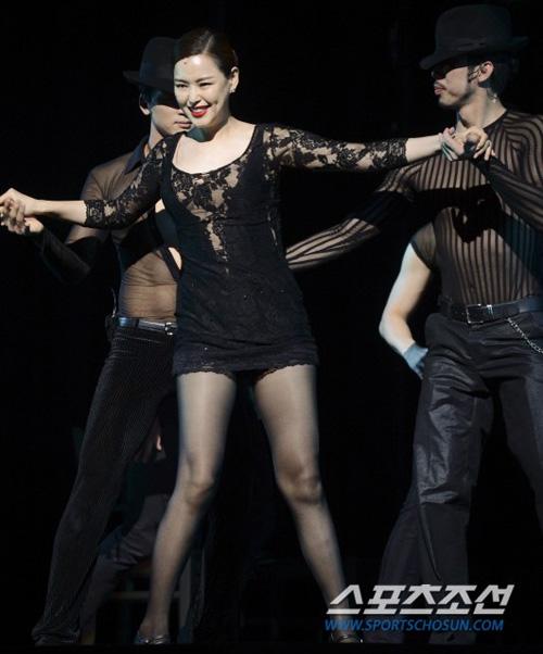Hoa hậu Hàn Quốc hóa vũ nữ nóng bỏng - 7