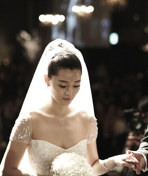 Lee Byung Hun, Jeon Ji Hyun xuất sắc nhất Kbiz - 3