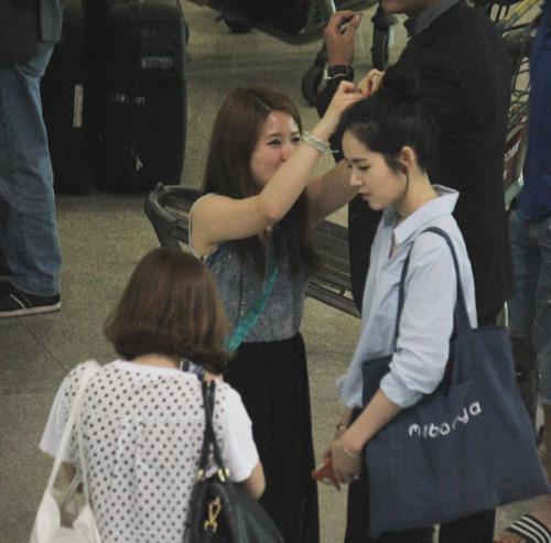 Han Ga In mặt mộc rạng rỡ đến VN - 4