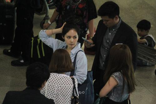 Han Ga In mặt mộc rạng rỡ đến VN - 3