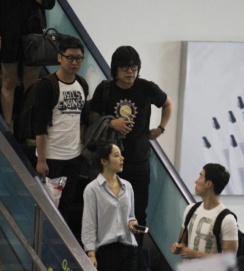 Han Ga In mặt mộc rạng rỡ đến VN - 2