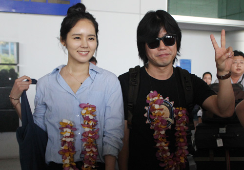 Han Ga In mặt mộc rạng rỡ đến VN - 1
