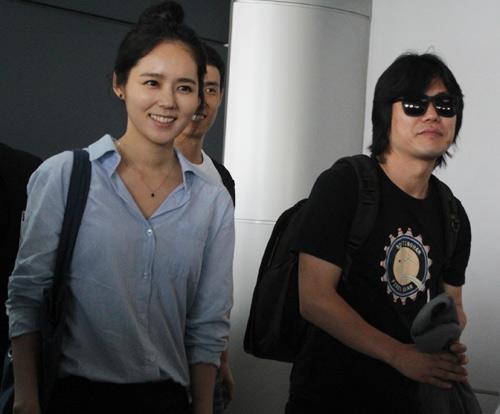 Han Ga In mặt mộc rạng rỡ đến VN - 7