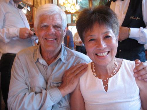 Chuyện tình xúc động của cặp đôi Mỹ-Việt - 1