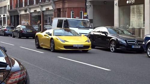 Siêu xe bị kỳ thị, tấn công ở London - 2
