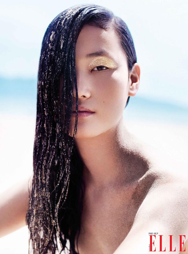 Với vẻ đẹp Châu Á, vũ khí tối thượng không gì khác hơn chính là mắt nước. Những đường kẻ với độ dày, và cả màu sắc nước khác nhau ngày càng chiếm lĩnh sàn diễn thời trang hay phong cách trang điểm đời thường.