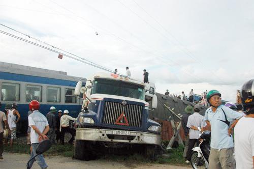 Bộ GTVT họp khẩn vụ lật tàu hỏa - 4