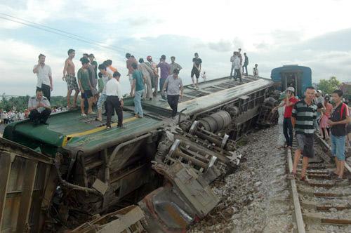 Bộ GTVT họp khẩn vụ lật tàu hỏa - 3