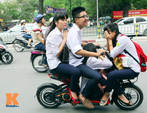 Giới trẻ vô ý thức tham gia giao thông - 2