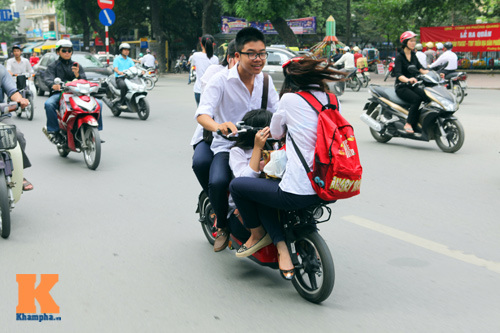 Giới trẻ vô ý thức tham gia giao thông - 1