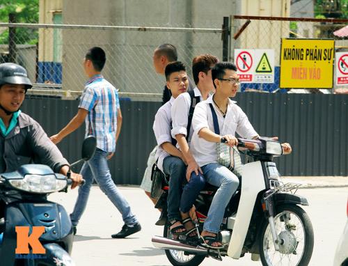 Giới trẻ vô ý thức tham gia giao thông - 4