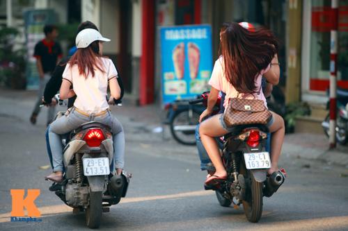 Giới trẻ vô ý thức tham gia giao thông - 10