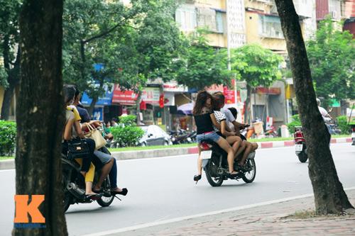 Giới trẻ vô ý thức tham gia giao thông - 8