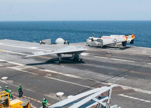 UAV Mỹ hạ cánh thành công xuống tàu sân bay - 2