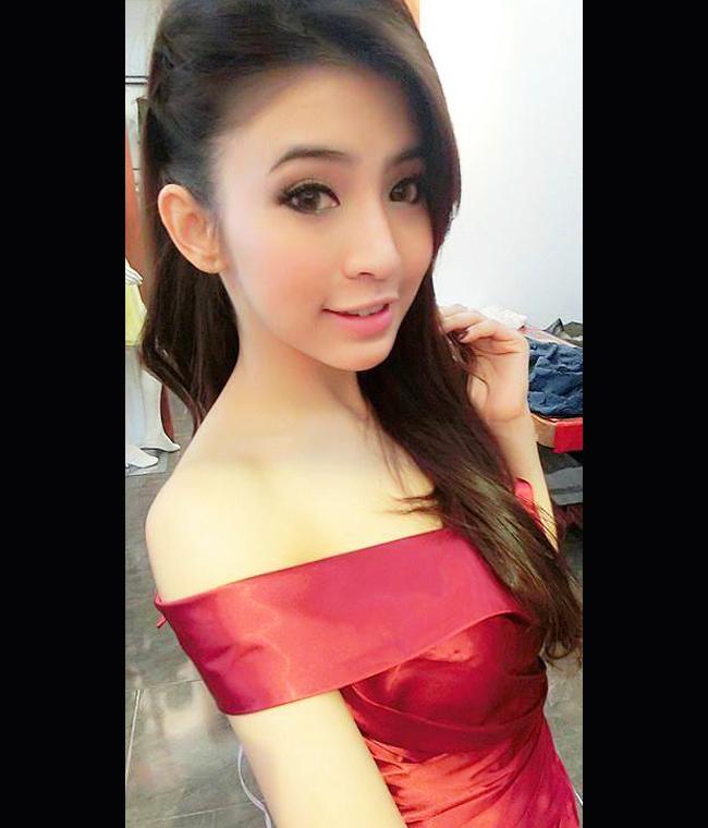 Cô tốt nghiệp trường Đại học Quốc gia Lào.