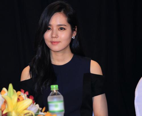 Han Ga In ghen tỵ với các bạn trẻ Việt - 1