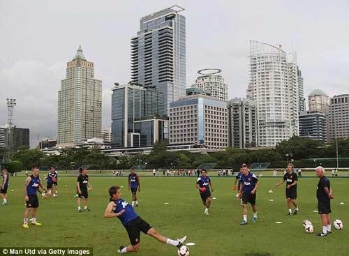 Đến Thái Lan, MU lao ngay vào tập luyện - 6