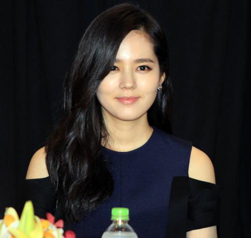 Han Ga In ghen tỵ với các bạn trẻ Việt - 8