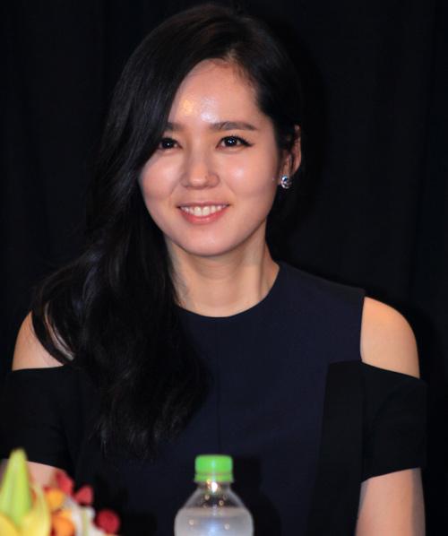 Han Ga In ghen tỵ với các bạn trẻ Việt - 7