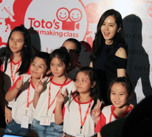 Han Ga In ghen tỵ với các bạn trẻ Việt - 11
