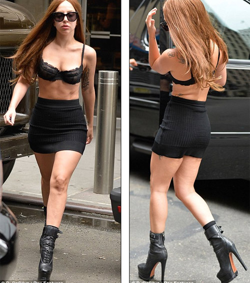 Lady Gaga mặc nội y vô tư dạo phố - 1