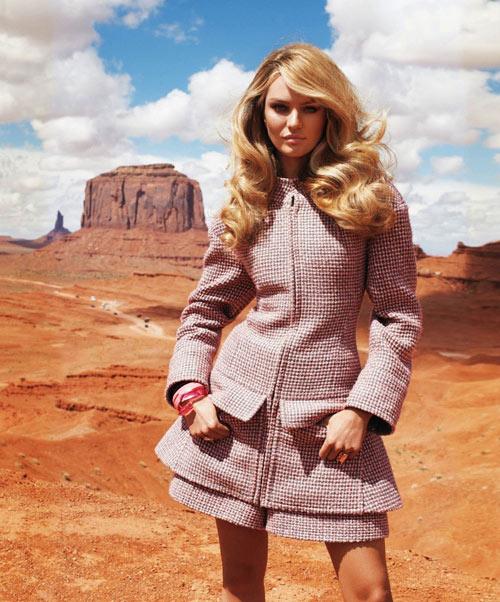 Lady Gaga mặc nội y vô tư dạo phố - 16