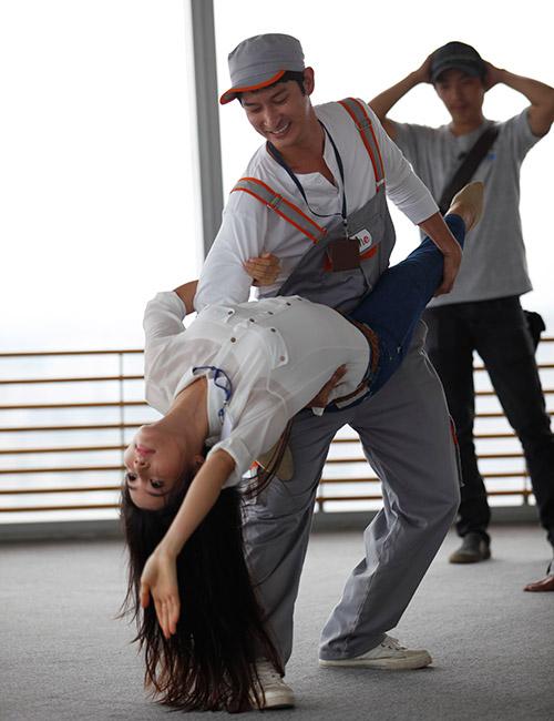 """Phim mới, Huy Khánh """"bầm dập"""" vì Diễm My - 6"""