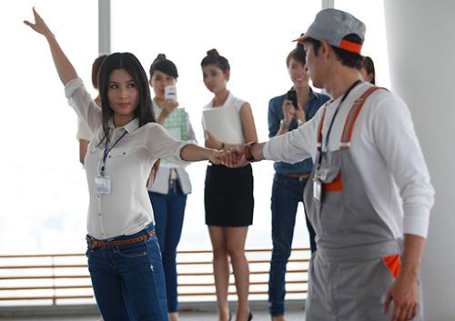 """Phim mới, Huy Khánh """"bầm dập"""" vì Diễm My - 8"""