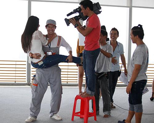 """Phim mới, Huy Khánh """"bầm dập"""" vì Diễm My - 15"""