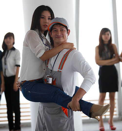 """Phim mới, Huy Khánh """"bầm dập"""" vì Diễm My - 16"""