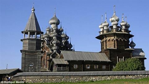 Cận cảnh lâu đài làm bằng gỗ lớn nhất TG - 4