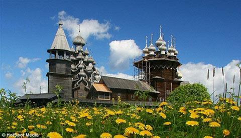 Cận cảnh lâu đài làm bằng gỗ lớn nhất TG - 10