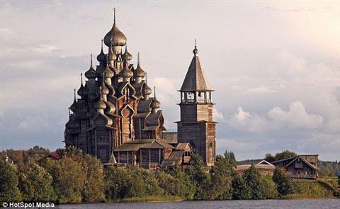 Cận cảnh lâu đài làm bằng gỗ lớn nhất TG - 7